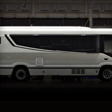 「Seven Seas」は独身貴族のための移動を特別な空間にするキャンピングカー