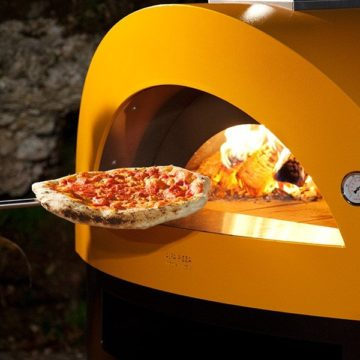 独身貴族は大人のこだわりを演出する。ワンランク上の薪焼料理を振る舞うピザ窯「Allegro(アレグロ)」
